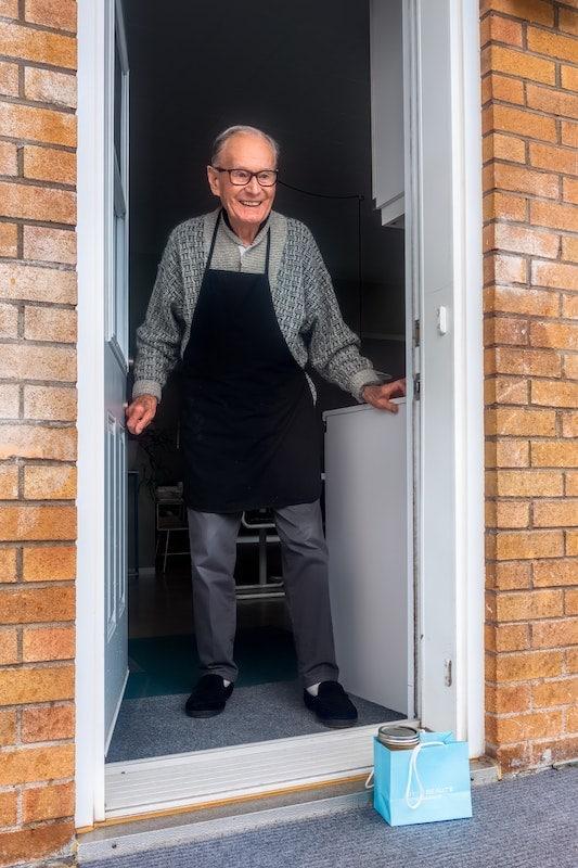 Alter Mann in der Pflege